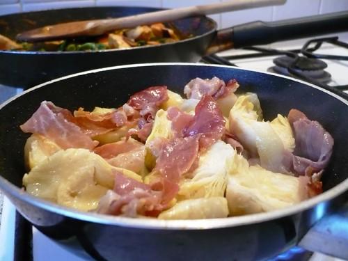 cooking artichokes and serrano ham