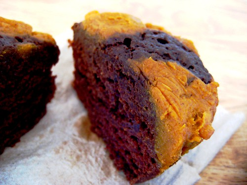 vegan chocolate pumpkin swirl muffins