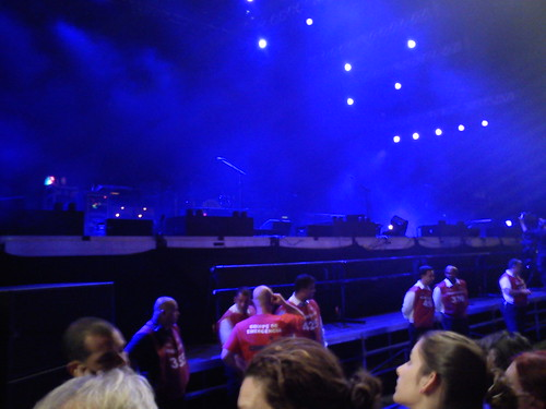 The night falls and Paul is about to get on stage
