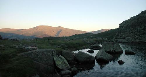Laguna de Peñalara anocheciendo