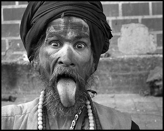 mi amigo el Sadhu sacando la lengua