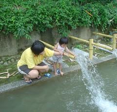 03.小女婧??水玩的很開心