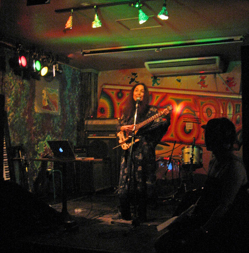 10-22-10-Japan-Umejima-ABL sings w Traveler Guitar.jpg