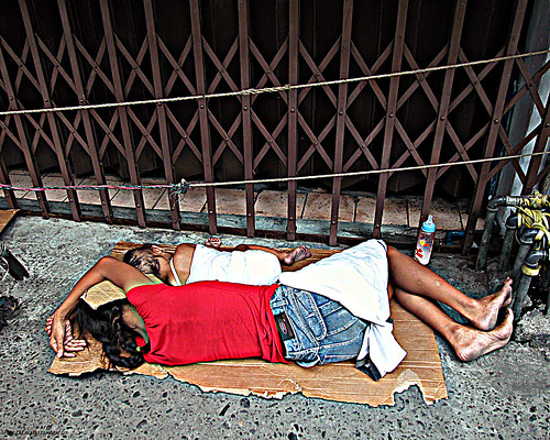Pinoy Filipino Pilipino Buhay  people pictures photos life Philippinen  菲律宾  菲律賓  필리핀(공화�) Philippines child, pinoy, girl, street, sidewalk, scene, sleeping