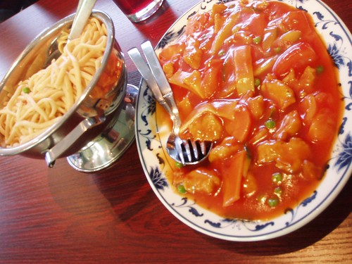 Vegetarian chicken in tomato sauce