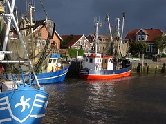 Neuharlingersieler Hafen - Dark clouds arriving