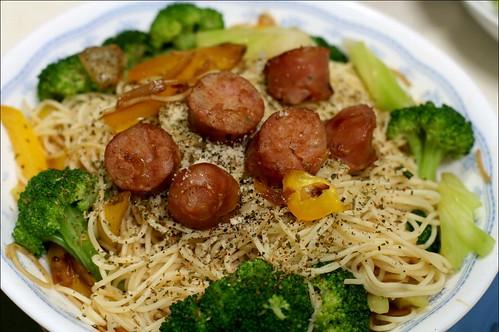 spaghetti, broccoli, sausages