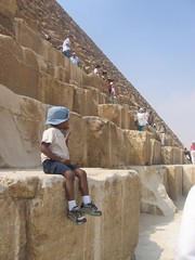 giggle contemplates the great pyramid
