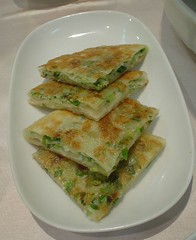 [吃] 圍爐酸菜白肉火鍋 (7)_蔥油餅