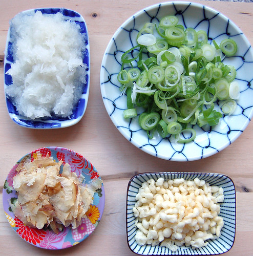 Bukkake udon toppings