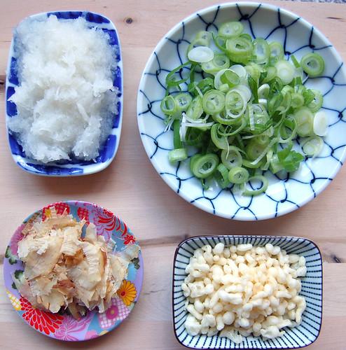 Bukkake udon toppings