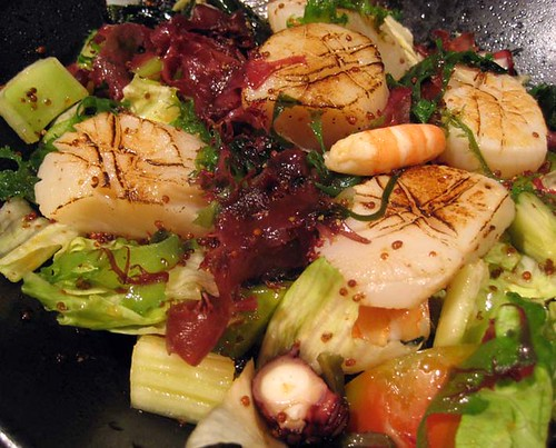 japanese style salad with baked scallop / 日式和風干貝沙拉