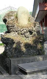萊園-石頭公