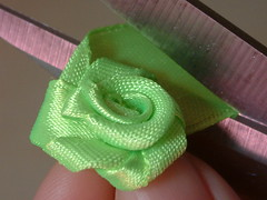 how to make ribbon roses-14