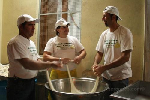 Making Mozzarella Nodini
