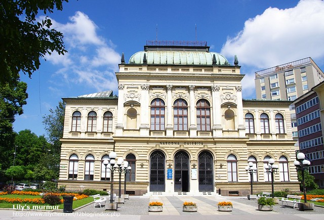 跟維也納建築很像,但規模小了一半的國家美術館。