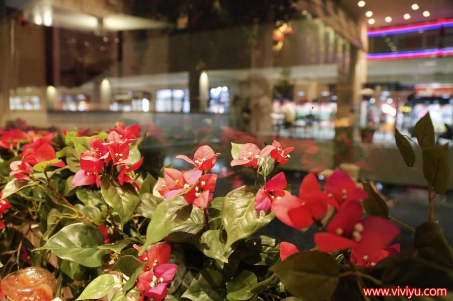 [林口.美食]MITSUI OUTLET PARK 林口排隊美食.KUA `AINA漢堡~美國總統歐巴馬的最愛.充滿夏威夷渡假風情.水上餐廳 @VIVIYU小世界
