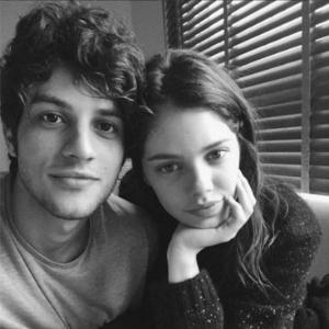 Chega ao fim o namoro dos atores Chay Suede e Laura Neiva