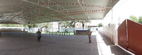 Au fond de cette cour, le terrain de foot.