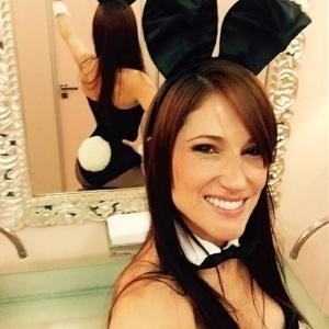 """Coelhinhas da """"Playboy"""" têm cartilha e devem se comportar nas redes sociais"""