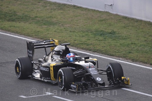 Jolyon Palmer in the Renault during Formula One Winter Testing 2016