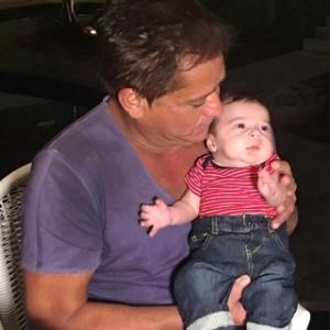 """""""Fiquei sem chão"""", diz filha de Leonardo sobre ver o bebê na UTI"""