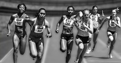 """Laufen. Rennen. Die Frauen laufen. • <a style=""""font-size:0.8em;"""" href=""""http://www.flickr.com/photos/42554185@N00/24107068450/"""" target=""""_blank"""">View on Flickr</a>"""