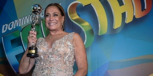 """""""Sou insegura como atriz até hoje"""", diz Suzana Vieira ao receber troféu"""