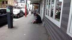 Попрошайка на улице.
