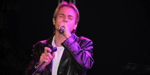 """Ex-símbolo sexual, cantor Chris Durán vira gospel: """"Passei necessidade"""""""