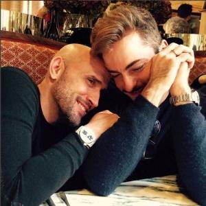 Após casamento, Thales Bretas posta foto com Paulo Gustavo e se declara