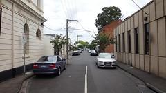 Улицы достаточно узкие.