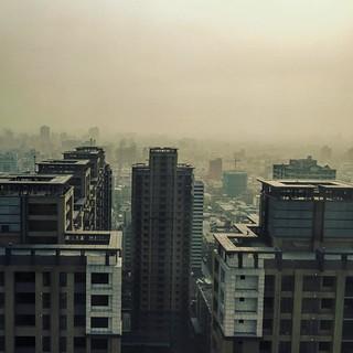 愛情就像大霧中找一抹彩霞⋯⋯不可能卻永遠期待著