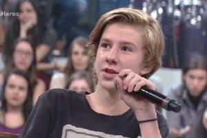 """Garoto filho de casal homoafetivo rebate jovem durante o """"Altas Horas"""""""