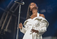 "Kelela - Primavera Sound 2018 - Jueves - 4 -M63C4902 • <a style=""font-size:0.8em;"" href=""http://www.flickr.com/photos/10290099@N07/40684992380/"" target=""_blank"">View on Flickr</a>"