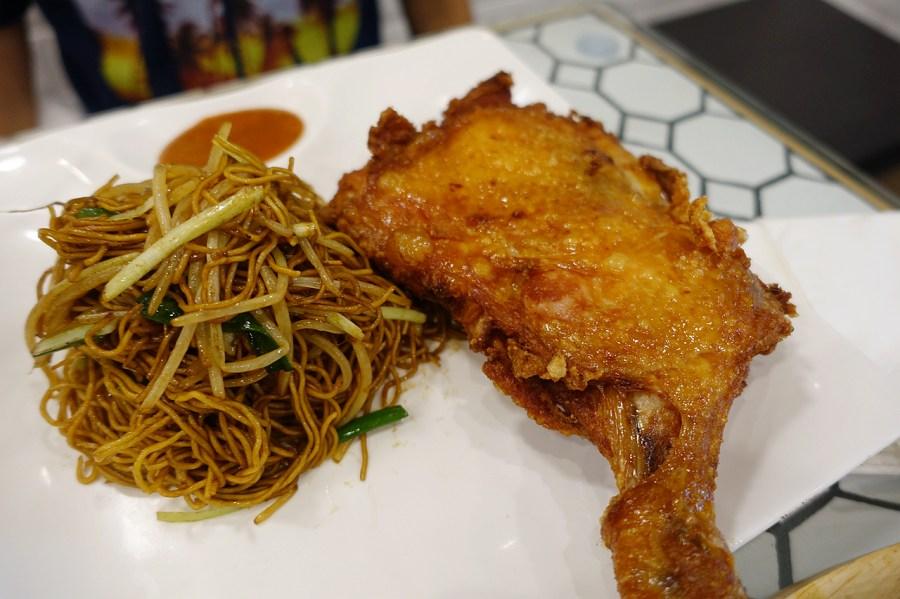 [香港美食]荔園茶餐廳.尖沙咀站~港式西餐豬扒上桌.環境就像是遊樂園般 @VIVIYU小世界