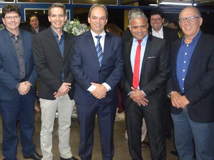 Venilson Vitorino, presidente da Fundação Aperam, Paulo Novaes, Luciano Araújo, o prefeito de Ipatinga, Nardyelo Rocha, e Alexandre Torquetti