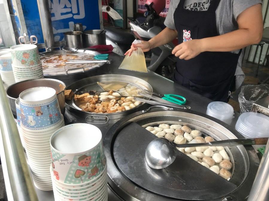 [龜山美食]龜山後街林家肉圓.甜不辣~銅板美食.吃完免費加湯 @VIVIYU小世界