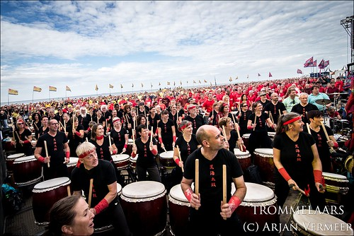 """Four Horizons - 2000 drummers at sea • <a style=""""font-size:0.8em;"""" href=""""http://www.flickr.com/photos/49926820@N08/30731569848/"""" target=""""_blank"""">View on Flickr</a>"""