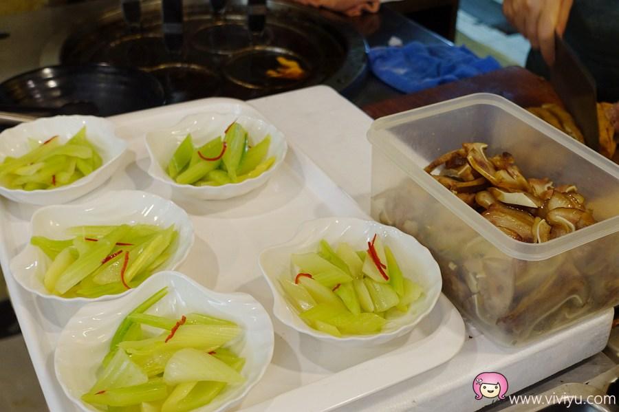 [桃園美食]東門國小旁.桃園水餃~個頭飽滿料實在的水餃.滷味選擇多.湖南臘肉香腸 @VIVIYU小世界