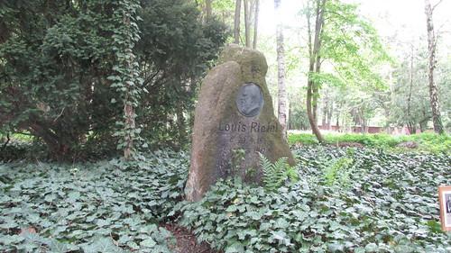 """Nachmittag im Arboretum Plauen ehemaliger Friedhof_2 mit Bernhard Weisbach • <a style=""""font-size:0.8em;"""" href=""""http://www.flickr.com/photos/154440826@N06/45097663551/"""" target=""""_blank"""">View on Flickr</a>"""