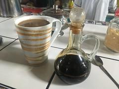 cafe pasado: In Peru leert man meistens das kalte Kaffeekonzentrat in heisses Wasser oder in die heisse Milch (cafe con leche).