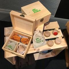 ‼️Aquesta tarda, Tiana Solidària. Participa en el sorteig i emporta't una caixa dels jocs tradicionals #SomPoble.... 🎲 O una samarreta de #latianaquemagrada 👕. Per fer poble i per ajudar el poble. 🍞🍚Recordeu portar 3kg d