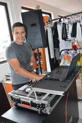 DJ Fausto deu o som que embalou a turma