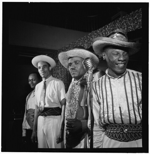[Portrait of Calypso, between 1938 and 1948] (LOC)