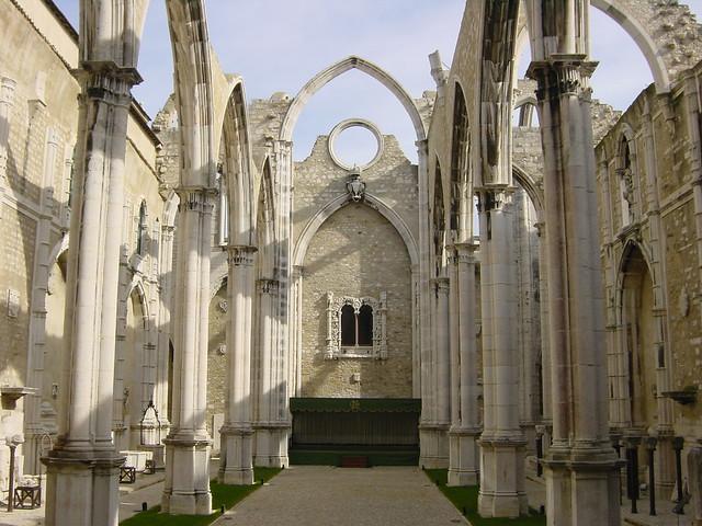 2002-10-26 11-15 Andalusien, Lissabon 276 Lissabon, Igreja do Carmo