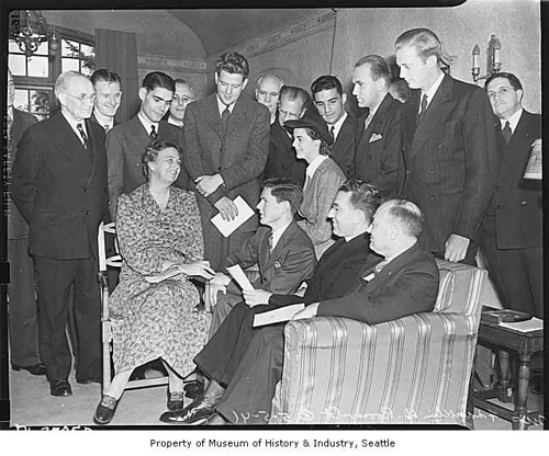 Eleanor Roosevelt with student service group, Seattle, May 5, 1941