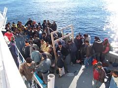 Rifugiati africani, di Vito Manzari su Flickr (CC BY 2.0).