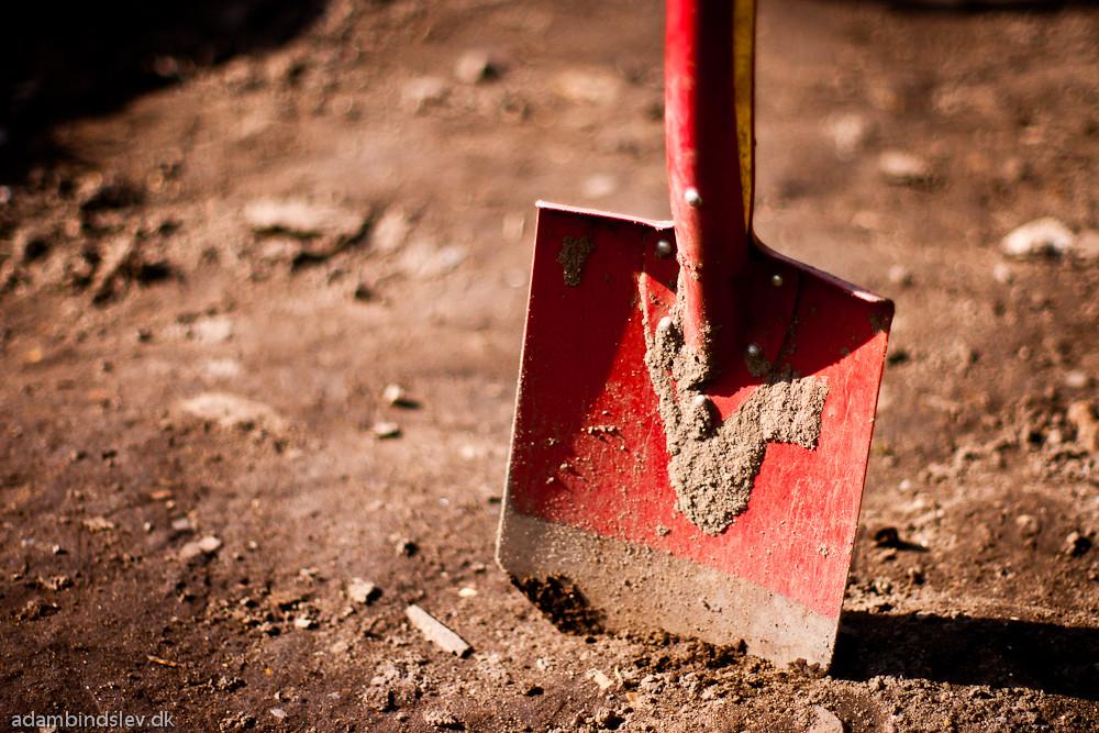 I really do not like rounded point shovels.