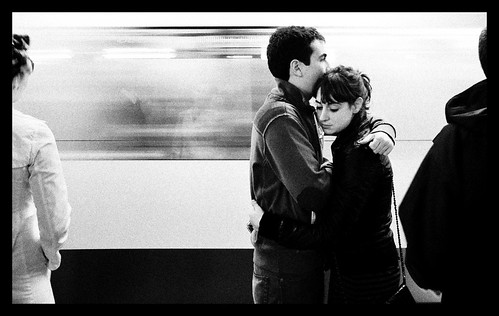 Love is in the subway - foto: Benurs - Learning and learning..., flickr